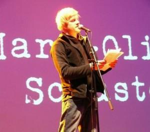"Foto: Marc Oliver ""Katze"" Schuster beim Poetry Slam"